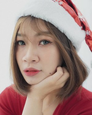 Merry Christmas to all my friends🌲  Have yourself a merry little Christmas, let your heart be light. From now on, our troubles will be out of sight.  #Shantyhuang #beauty #selca #selfie #christmasmakeup #beautyvlogger #Clozetteid #Clozettedaily #instagood #instadaily