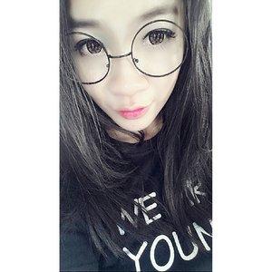 Happy Sunday 😁😍 Aura liburan uda kerasa ni…  希望今天过得很好😋😘😗 #shantyhuang #uljjang #ulzzang #selca #selfie #morningselfie #blogger #beauty #beautyblogger #Indonesia #love #makeup #快乐 #clozettedaily #clozetteid