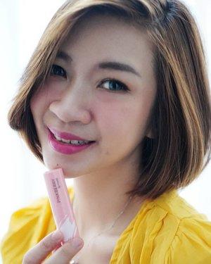 Buat kamu yang ga suka pake lipstick tekstur matte, @pinkberrybeauty lip moist ini bisa banget untuk di jadikan pilihan loch.  Teksturnya melembabkan bibir banget, lembut dan gampang di blend.  Untuk review lengkap produk dari pinkberry bisa mampir ke channel youtube aku, linknya ada di bio https://youtu.be/N6hoTMTLafU  #Shantyhuang #beauty #beautyblogger #pinkberrylipstick #reviewlipstick #selfie #Clozetteid #Clozettedaily #instagood #instadaily