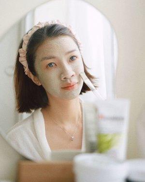 "Hallo semuanya.. apa ""me time"" terbaik kalian? kalo aku paling suka maskeran sambil nonton drakor liat oppa duda mafia aku 😍😍 Aku mau rekomendasi 5 Masker Favorite aku yang cocok banget untuk oily skin, jerawat dan berutusan.  Mampir ya ke channel youtube aku link ada di bio  https://youtu.be/1kfFEPv__D8   #beauty #makeup #selfie #beautyblogger #beautybloggerindonesia #masker #beautyandhairdiaries #tampilcantik #love #koreanmakeup #jakartabeautyblogger #clozettedaily #clozetteid"