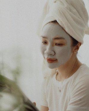 Hello Weekend.. Manjakan kulit kamu dengan maskeran 🙂  dan di channel youtube aku ada video Skincare Ampuh untuk Masalah Komedo&Pori-Pori,  Mampir ya guys,link ada di bio https://youtu.be/d1AlbN4CNZU  #shantyhuang #beautyblogger #beautyvlogger #skincare #skincarekomedo #selfie #Clozetteid #Clozettedaily #instagood #instadaily