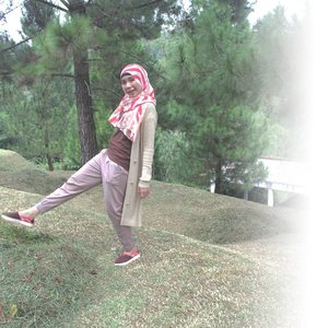 you need to be silly once in awhile despite who you are and what you do for a living . #travel #traveling #hobby #lifestyle #life #blog #lifestyleblogger #blogger #puncak #bogor #westjava #indonesia #lovelife #life #travelblogger #ootd #hijabi #hijabfashion #hijabiandfab #clozette #clozetteid