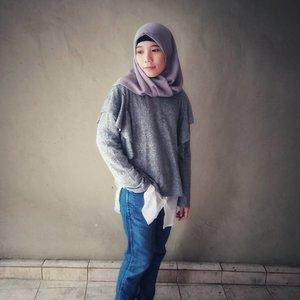 #minimalist #minimalistlifestyle #minimalistlife #blog #blogger #lifestyleblogger #lifestyle #hijabi #hijabiandfab #hijabiootd #ootd #outfitoftheday #hijabstyle #clozette #clozetteid #hijabistyle #sweaterweather #mangosweater