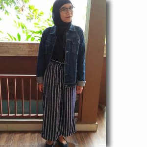 #minimalist #minimalistlifestyle #minimalistlife #blog #blogger #lifestyleblogger #lifestyle #hijabi #hijabiandfab #hijabiootd #ootd #outfitoftheday #hijabstyle #clozette #clozetteid #hijabistyle #widepants #denimjacket #howtostylewidepants
