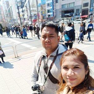 Percayalah mau foto ber3 itu susaah 😅  #wheninjapan #ueno #japan #travelling #visitjapan #partnerinlife #husbandandwife #couple #clozetteid