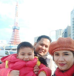 Happy face from us!  #tokyo #tokyotower #holiday #japan #clozetteid #familypotrait #welfie #family #husbandandson #springseason