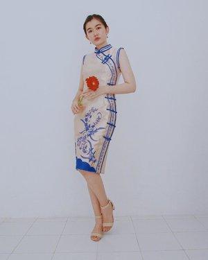恭喜發財! This is my first cheongsam ever and my first time wearing this dress. Thank you @clothing_blue for this cheongsam. What do you think gengs? 😄 By the way I wish you guys having a great time with your family during this chinese new year ❤️ - #clozetteid #clozette #chinesenewyear #cnyvibes