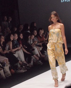Jakarta Fashion Week Day 3: @styletheoryid presents @paulinakatarina @dayandnight.official @ranihattaofficial More details kindly tap the link in my bio - #JFW2019 #Clozette #ClozetteID