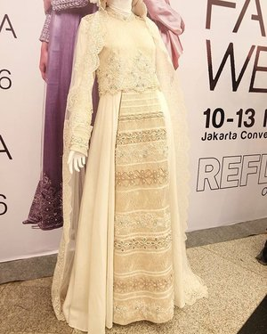 Beautiful embroidery. I dont know who is the designer of this dress but yes i love this dress. #jakartafashionweek2016 #jfw2016 #indonesiafashionweek #dress #weddingdress #chic #chichijab #embroidery #clozetteid #fashion #hijabweddingdress #hijabfashionista