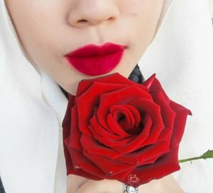 A flower does not think of competing to the flower next to it. It just blooms.  #beautyblogger #bblogger #beautybloggerid #beautybloggerindonesia #hijabblogger #bloggerstyle #bloggerslife #clozetteid #rose #redrose
