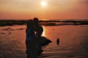 Once a year, Mama hope we can go to somewhere we have never been there before.Can't wait for the next experience with you.#sunset#sunsetphotography#momnson#beachwithkids#anyerbeach#smartmumsid #clozetteid