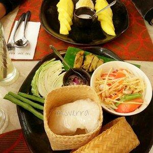 Happy lunch.. Jangan lupa makan sayur Dan buah . . . . .  @ryanaambarwati @jutexgood @uniimala @happyfresh_id @lighthouse_indonesia #HappyLightVibe #Healthylife #healthyfood #happylife #foodie #Thaifood #Bangkok #Traverra #TraverraBangkok #ClozetteID
