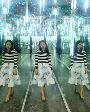 Mirror mirror Tell which the real me is? . . . . #Traverra #MuseumAlive #Ancol #Jakarta #ClozetteID
