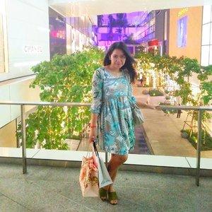 Happy Friday.. Keep smile and always thankful . . . . . #Quote #POTD #OOTD #Tapfordetail #fashion #travelinstyle #emquartier #shopping #mall #bangkok #thailand #traverra #traverrabangkok #ClozetteID
