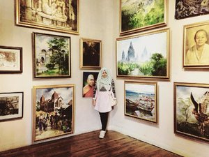I prefer drawing to talking.Drawing is faster, and leaves less room for lies.Le Corbusier.........#hijab #ootd #hijabbi #hijabers #instahijab #clozetteid #hotd #instadaily #hdr #painting #art #artgallery #instaart #holiday #tribal #magelang #hijabfashion #indonesia #dogpatch #pink #mixmatch #pastel #museum #camerahouse #rumahkamera #camerahouseborobudur #fashionstyle #ootd