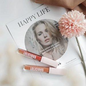 🚨 Local Brand Alerts 🚨 . Hello everyone...how's life? Produk makeup apa yang menurut kalian nggak cukup kalau cuma punya 1??? Me, of course lipstick 💄💋. . Kali ini aku mau mereview lip product dari @lolicious_beauty Buat kalian yang mungkin belum tau, lolicious ini lokal brand yang formulanya terinspirasi oleh salah satu Korean Brand lip products yaitu 3CE. Selain itu Lolicious ini diproduksi oleh PT. Cosmax, jadi 1 manufacturer sama loreal, dll. . Lolicious Matte Lip Cream memiliki 5 pilihan warna yang menurutku semuanya cantik-cantik dan bikin bingung kalau cuma harus pilih salah 1 😂. Aku berkesempatan untuk mencoba warna Peach Pit & Brick Tea. Kalau di lihat dari instagram mereka kedua warna ini masih ada kesan nude & kecokelatan, tapi ternyata....ahh bahas warnanya nanti dulu aja hehe. . Sekarang kita bicara soal packaging, kalo dilihat di ig mereka  kok ada 2 macam packaging? Yang satunya motif bunga berbentuk bulat dan satunya lagi yang ini polos berbentuk kotak. Jadi, mereka memang punya 2 macam kemasan guys, tergantung selera kalian suka yang gimana? Kalau aku lebih suka yang simple gini untuk sebuah kemasan lipstick, perpaduan warna baby pink dan transparan super cute, kalau yang motif bunga agak too much menurutku, tapi tetep tergantung selera sih. . Aplikatornya berbentuk runcing seperti kebanyakan lip cream, berfungsi cukup baik untuk mengaplikasikan dan meratakan produk dibibir. . Bagaimana tekstur produk ini? Baunya gimana? Tahan lama nggak? Swatches warnanya mana woyyy? Sabarrr...tunggu next post besok siang 😂😂😂 . . . Produk lolicious ini tersedia di berbagai marketplace seperti Shopee, Tokopedia & Lazada, search aja namanya Lolicious Beauty atau klik link di bio mereka. . . . #lolicious #loliciousbeauty #loliciouslipstick #peachpit #bricktea #lipstick #makeup #mattelipstick #lipcream #redlipstick #nudelipstick #koreanlipstick #localbrand #beauty #beautycommunity #clozetteID #makeuplover #beautyblogger #lipsticklover #lipstickoftheday #motd