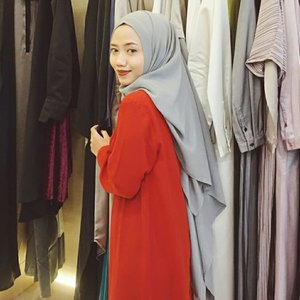 Come and buy!  Mengintip koleksi L.tru di @ltrustore Ambarukmo Plaza Yogyakarta👗 L.tru menyediakan berbagai macam busana muslim wanita, mulai dari blus, celana, sampai gamis-gamis yg elegan. Tak lupa, tersedia aksesoris dari L.Tru yang siap melengkapi penampilanmu🧡Nah, ada juga koleksi terbaru kolaborasi #LtruXFenitaArie yang kemarin diperagakan di JFF 2019. Busana muslim dengan desain potongan longgar yang pasti nyaman dipakai sehari-hari. Pilihan warna di koleksi ini juga eye catching😍✨ Thanks to @ltruofficial & @hijabinfluencersnetwork for having me. Terima kasih juga buat mba @fenitaarie dan @analisa.widyaningrum atas ilmunya di Enlightening Woman Talkshow kemarin yang sangat bermanfaat! :) #TruEvent #LtruXHIN #ClozetteID #Clozetter #Hijab #HijabFashion #HijabStyle #Blogger #BloggerJogja #JogjaBloggirls