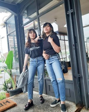 Accidentally the same💀 . . . . . #clozetteid #personalstyle #styleblogger #ootd #cgstreetstyle #streetstyle #ggrepstyle #fashion #blogger #stylist #fashionblogger #style #sister #sibling #PrettyMessedUpStyle #lookbookindonesia #ootdindo @lookbookindonesia