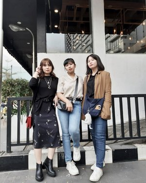 Sisters are like thighs. They stick together. And with a brother everything seems perfect🖤🖤 . . . . . #clozetteid #personalstyle #styleblogger #ootd #cgstreetstyle #streetstyle #ggrepstyle #fashion #blogger #stylist #fashionblogger #style #sister #sibling #PrettyMessedUpStyle #lookbookindonesia #ootdindo @lookbookindonesia