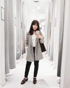 Me on daily basis: Parisienne Chic💎 . . . #clozetteid #personalstyle #styleblogger #ootd #cgstreetstyle #streetstyle #ggrepstyle #PrettyMessedUpStyle #lookbookindonesia #ootdindo @lookbookindonesia @gogirl_id