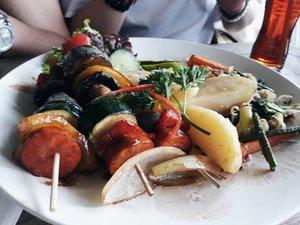Wish I have this veggie skewer for lunch🌿 . . #LYKEAmbassador #clozetteid #clozette . . . #blogger #bloggerindo #holiday #vacation #foodporn #instafood #food #veggie #foodinsta