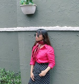 Shocking pink for those who dreams 💕💕💕 New post on the blog soon with lovely skirt from @pomelofashion 🤗❣️ • • • • • #detuileriesmode #styleblogger #blogger #fashiondiaries #ggrep #trypomelo #clozetteid #vsco #springfashion