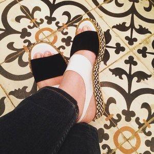 Black and White. #ethnicwear #ethnicfashion #ootd #shoesoftheday #clozetteid