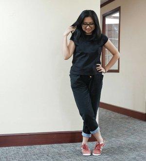 When in doubt, wear Red Shoes. #ClozetteId #tgif #ootd #ootdindo #fujifilmxa3 #terfujilah #officeoutfit #fashionfriday