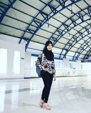 No matter how you feel,Get up,Dress up,And never give up.-@clozetteid's quotesCaptured by @maimunahsm#morningquotes #qotd #quotes #clozetteid #perspective #ootd #ootdindo #hootd #hijaboutfitoftheday #hijabootdindo #iwearbatik