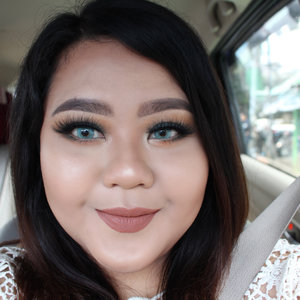 Nothing's better than the lighting at front ar seat. Products detail:- @annasuicosmetics_idn pore smoothing primer and eyebrow powder- @esteelauder double wear foundation #EsteeID- @bobbibrownid Concealer- @blpbeauty lip coat mapple waffle- @wnwcosmetics gold bar highlighter- @laveshlashes Amore- @kawaigankyu eclipse zero blue#IVGbeauty #clozetteID