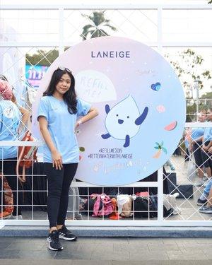 Today's fun at @laneigeid #RefillMe2019 event💙 Tadi seru-seruan zumba bareng Laneige di CFD! Rame banget! — Refill Me campaign sendiri adalah salah satu campaign CSR Laneige untuk menanggulangi isu kekeringan dan susahnya mendapatkan  air bersih di beberapa daerah di Indonesia. Salah 1 cara untuk berpartisipasi di campaign ini gampang banget. Tinggal beli Laneige Refill Me Pack di e-commerce (kemarin aku beli melalui akun Clozette Shop yang ada di Shopee) cuma dengan 150k aja! (didalem package nya ada kaos seperti yg aku pakai skrg, 2 produk Laneige dan juga botol minum yg gemes banget) selain dapet produk, secara gak langsung kita juga sudah ikut berdonasi ke Aksi Cepat Tanggap Indonesia untuk menanggulangi isu kekeringan di beberapa daerah di Indonesia💙  yuk ikutan! #BetterWaterWithLaneige #ClozetteID @clozetteid