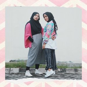 Black pink in your area 🖤💖Mella Lisa & Helia Rose 🤣.Long time no twinning with soul sistaaaaahhh👭Dilema klo fotonya byk yg bagus 🤣Taken by bumil @sucioktari 🥰 #clozetteid