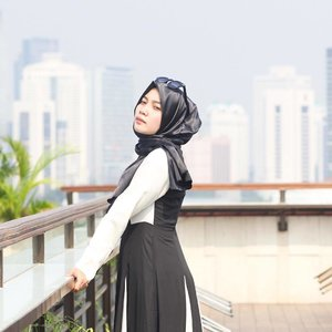 Giving the monochrome touch to the blue skyline... One of my favorite shot taken for @lovetodress last year ❤️ captured by nina motret 😂 @ninaamarlinaa .#clozetteid
