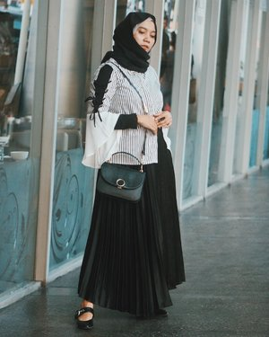 """""""Fashion comes and goes... style remains forever.."""".Pairing my top from @tresjoliebyminimal with a metallic pleated skirt, turning them into a monochromatic combo 🖤.Ps. I love the laces detail on my shirt's sleeves. 💯#clozetteid"""