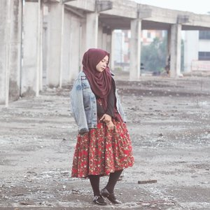 Vintage with a touch of edgy...Have you checked my recent post on the blog? Hit the link on bio, and lemme know what you think!🌹www.mellarisya.com#clozetteid #lookbookindonesia #lookbook #vintagestyle