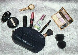 Vitalis selalu menyempurnakan penampilanku 💜 #getyourvitalis #VitalisFlatLay #PesonaVitalis #indonesianbeautyblogger #bloggerslife #fblogger #fashionblogger #fashionstyle #bloggers #styleblogger #beautyinfluencers #beautyinfluencer #beauty #influencer #lifestylebloggers #beautyevents #makeupjunkie #beautynesiamember #indobeautygram #indobeautyvlogger #makeupaddicts #fashionpeople #bblogger #clozetteambassador @indobeautygram #morphebrushes #clozetteID