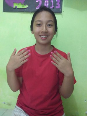 Mix my red T-shirt with pink nail. Off to the mall. :D #RevlonParfumerie #ClozetteID  @RevlonID.