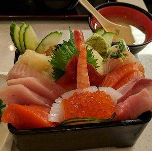 Salmon.. Tuna.. Etc.. Love this sashimi 😍  #ygpentingkenyang . . . . #healthyfood #tuna #salmon #japanessefood #healthy #clozetteid  #instafood #foodie #foodphotography #foodoftheday #foodgram #like4likes #followforlike #igersworldwide #sonyxperia #ritystory #ritystyle #mytravelgram #travelerlife #foodlovers #womanblogger #instapic #kuliner #culinary #fish #sashimi #foodoftheday