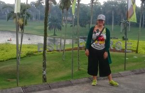 Kerja rasa piknik 😍Blessed Sunday!.....#selfie #myface #me #travelerblogger #womanlifestyle #womantraveler #ritystory #travelerlife #mytravelgram #womanentrepreneur #ritystory #travelgram #womanblogger #myself #behappy #gallery_of_all #travelerblogger #girlexplorer #clozetteid #selflove #womanlifestyle #sonyxperia #whoexplore #travelinladies #thetravelwoman