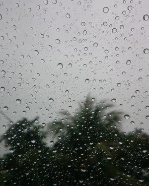 I love the smell of rain 😍 . . . #rain #therain #rainy #rainyday #hujan #travelerblogger #womantraveler #ritystory #ig_asia #travelerlife #mytravelgram #instatravel #igersworldwide #igersindonesia #instaphotoshoot #picsoftheday #travelgram #clozetteid #myadventure  #travelphotography #travelpics #sonyxperia #womanblogger