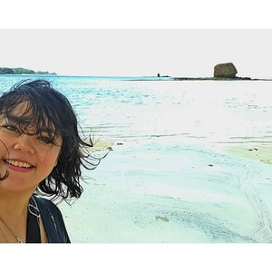 SMILE 😊 Sea 💖 . . . #samsungphoto #explorelombok #ntb #beach #lombokisland #ntb #travelerblogger #womanlifestyle #womantraveler #ritylifestyle #ritystory #likeforlike #followforlike #travelerlife #mytravelgram #instatravel #igersworldwide #igersindonesia #instaphotoshoot #instanusantara #wonderfullindonesia #visitindonesia #instapic #instaphoto #photooftheday #picsoftheday #indonesia #travelgram #selfie #clozetteid