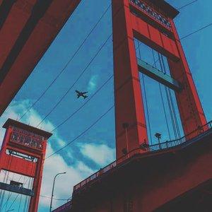 Hello Ampera.......#onduty #enjoythetrip #travelerblogger #jembatanampera #womantraveler #ritystory #travelerlife #mytravelgram #womanentrepreneur #travelgram #womanblogger #wanitatangguh #instaasia #instanusantara #gallery_of_all #solotravel #travelerblogger #girlexplorer #clozetteid #mygallery #instapics #iphone