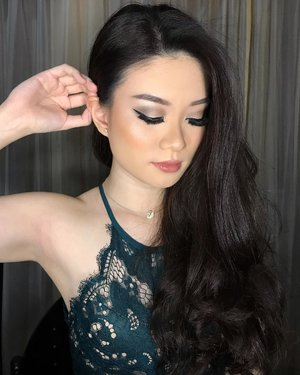 Sometimes you just have to close your eyes and pray for better things coming 🕊♥️—-Hii! This is my Clean yet Glam makeup that I create by myself for my graduation a few months ago. Who wants the details of this makeup? And what do you think about this makeup?Just comment down below! 😉😚——#minuetpalette #minuetsquad #fdbeauty #maybelline #makeover #beautybloggerindonesia #ivgbeauty #universalhairandmakeup #makeupclips #fiercesociety #tampilcantik #wakeupandmakeup #indobeautygram #makeuptips #makeuphacks #makeuptutorial #makeuptipsandtricks #makeupaddict #nomakeupmakeup #clozetteid @beautybloggerindonesia @indobeautygram #abnergailorrainevideos #beautyandhairdiaries #undiscovered_muas #makeupvideo #beautyguru #beautyguruindonesia #beautygram #discover_muas #muablora #glam #clozetteid