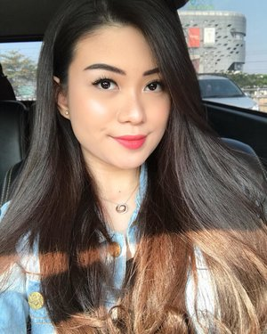 Car selfies on Sunday: best lighting 😛 Who wants my current makeup look tuts? 🙋🏻♀️ - - #beautybloggerindonesia #setterspace #beautyinfluencer #indobeautygram #jakartabeautyblogger #igvbeauty #beautyjunkie #beautyvlogger #beautyguru #beautyenthusiast #clozetteid