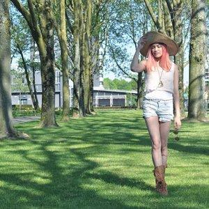 Belanda rasa Bali ☀️ Time to grab those shorts again 💙💙💙 . . . . #clozetteid #OOTD #bohostyle #earlysummer #wiwt #clozetteid #ootdmagazinenl #lotd #pinkhair #streetstyle #streetwear #ootdindo #styledootd #ootdid #ootdidku #lookbookindonesia #lookbookasia #ootdmagazinenl #ootdofficialnl #ootdasia #vsco #vscocam #outfitinspo #styleinspo #fashiongram #fblogger