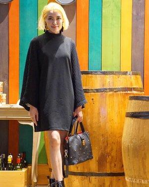 Back to black 🖤...Outfit details:Dress @zaraEarrings & Bag @hm.....cc: pak @hizkiafg kedeketan ni potonya 😆#clozetteid #clozetteambassador #ootdmagazine #OOTD #OOTDID #ootdindo @ootdindo #OOTDIndonesia #ootdidku @ootdidku #lookbook #lookbookindonesia @lookbookindonesia #aestheticaccount #FOTD #fashionblogger #streetstyle #thinkpink #fblogger#style #fashionista #picoftheday #WIWT #instafashion #styledootd @styled.ootd #styleinspo #fashioninspo #ootdinspo #stylediaries #outfitideas #styleinspiration #blackoutfit #MOTD
