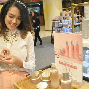 Trying the new launched Yehwadam by #TheFaceShopID  Made my skin supple and dewy.. 😍  #TheFaceShopID #yehwadamlaunching #clozettexthefaceshopid #clozetteID #clozettedaily #clozetter #koreanlook #koreanbeauty #beauty #skincare #beautyblogger #beautybloggerindo #indonesianbeautyblogger #asianbeautyblogger