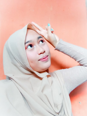 Aku menyukai make up dan fashion