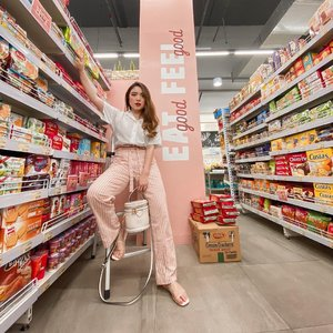 Grocery shopping in style 💗 Wearing one of the comfiest pants with the best fit from @gaudiclothing.id! — #PriStyleDiaries 📸 @steviiewong . . . . . #insipiration #whatiwore #portrait #womensfashion #fashionistas #parisian #feminine #elegant #parisienne #parisianstyle #lotd #bloggerstyle #fashion #styleinspo #instastyle #blogger #styleblogger #stylist #fashionblogger #influencer #ootd #fashioninfluencer #style #outfit #clozetteid