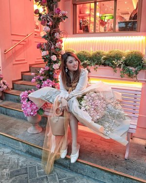 I look to the past with a wide grin on my face because I've watched myself bloom all along 💐 — Ruffle Dress from @pomelofashion  100 Roses Bouquet from @maidenflorist  Bucket Bag from @kimxlim.id  Mules from @ncyshoes — #PriStyleDiaries 📸 @sonyathaniya . . . . . . . . #whatiwore #portrait #womensfashion #fashionistas #parisian #floral #sweet #feminine #vintage #elegant #parisienne #parisianstyle #dreamy #travelblogger #lotd #bloggerstyle #fashion #styleinspo #instastyle #blogger #styleblogger #stylist #fashionblogger #influencer #ootd #fashioninfluencer #style #outfit #clozetteid
